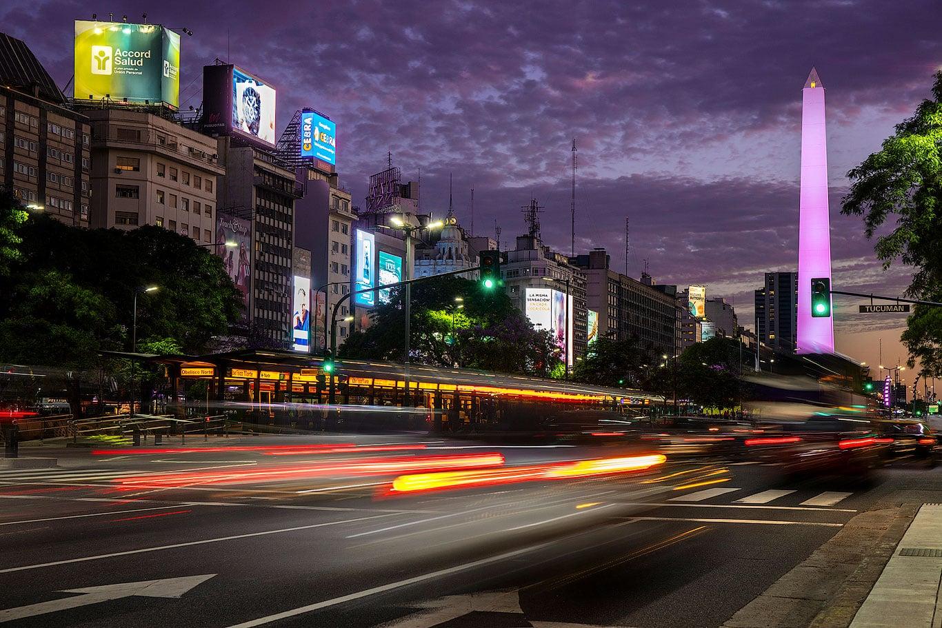 Traffic lights on Avenida 9 de Julio, Buenos Aires