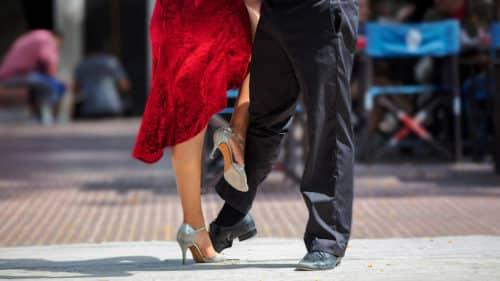 Tango dancers in Plaza Dorrego