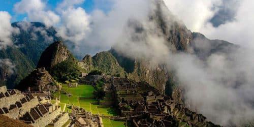 Machu Picchu ruins in Perù
