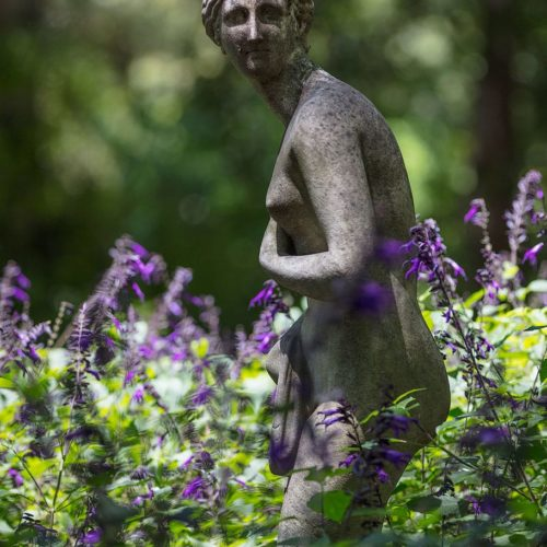 Statue of a naked woman inside the Botanical garden, Buenos Aires