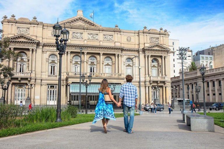 Servizio fotografico di fronte al Teatro Colon