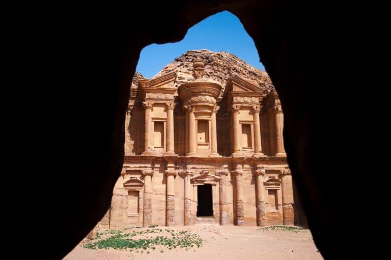 El monasterio de Petra en Jordania, marco natural