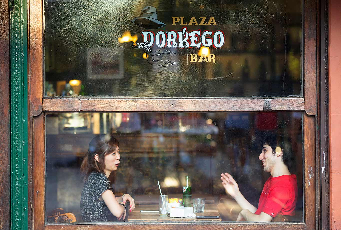 Couple chatting inside the Plaza Dorrego Bar